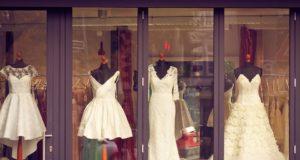 svatebních šatů